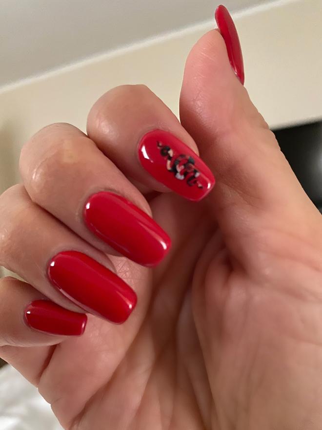 nailing-it-while-abroad-travel-nails-red-nails