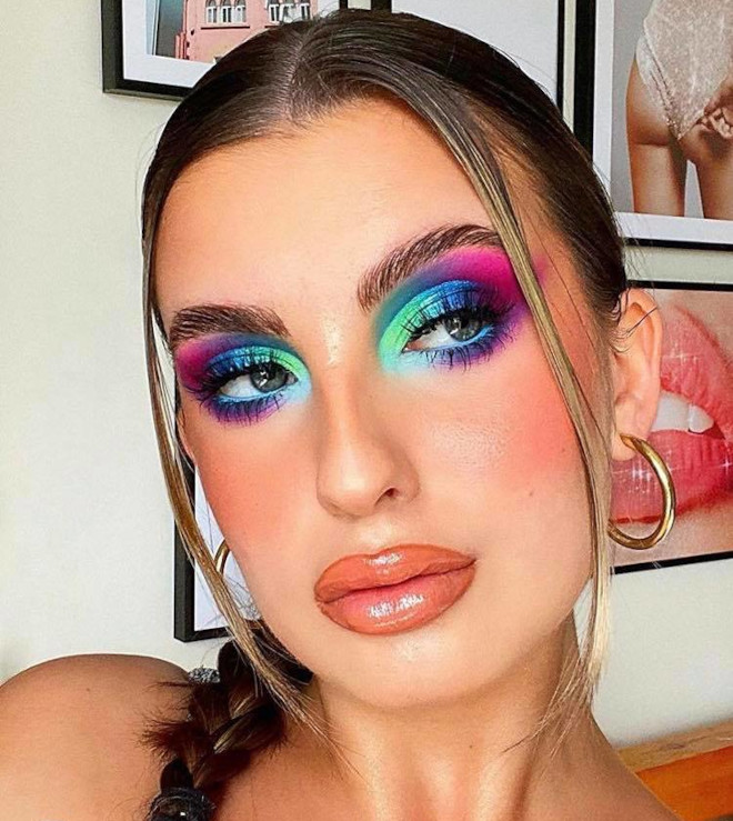 these dramatic eye makeup looks are perfect to pair with face masks 2