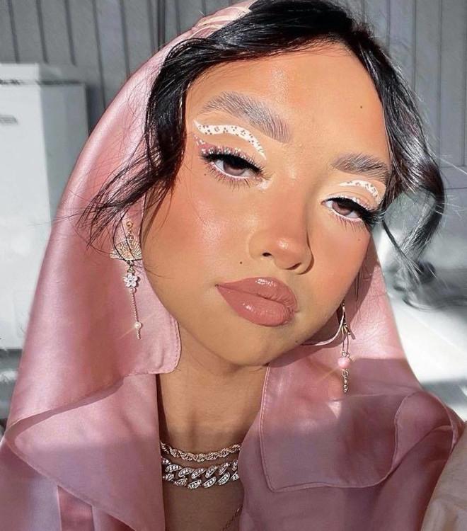 white eyeliner makeup looks for fall 5