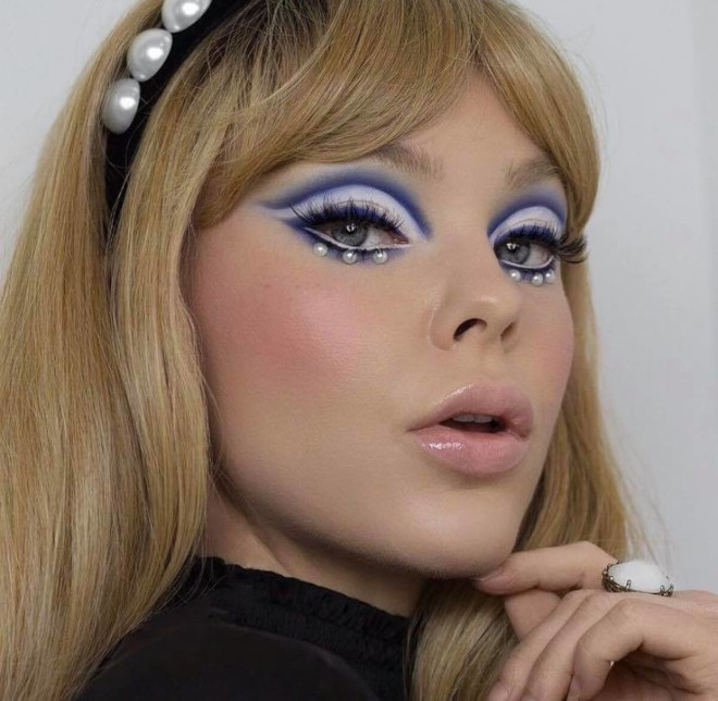 ariana grande sparked the comeback of the mod makeup trend 4