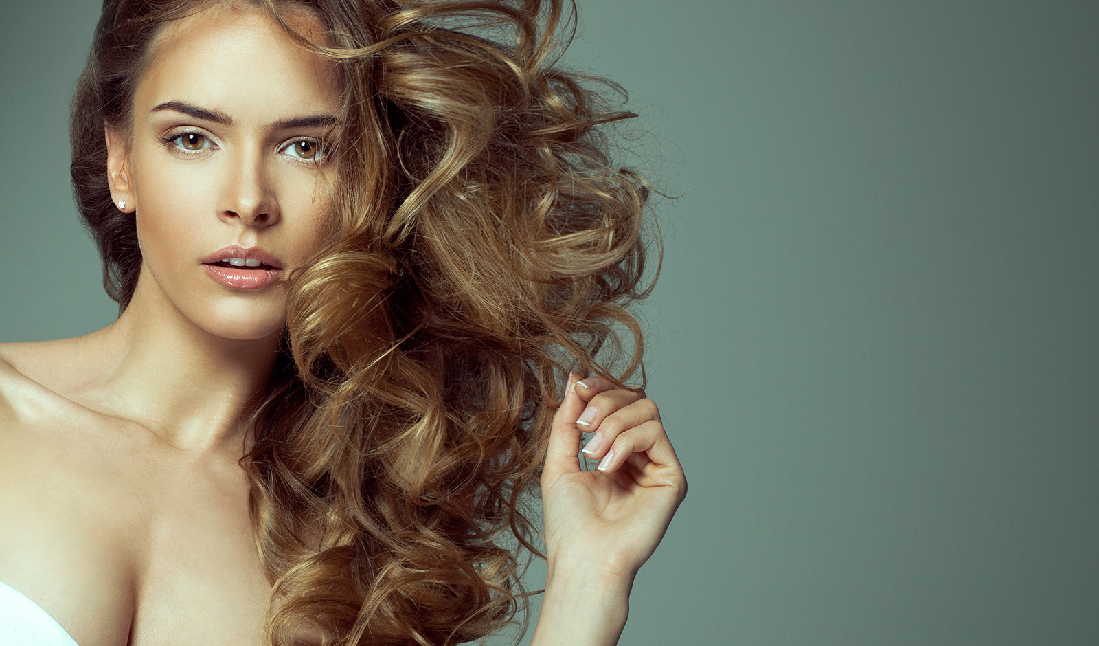 create-wavy-ha9r-without-heat-woman-with-pretty-wavy-hair
