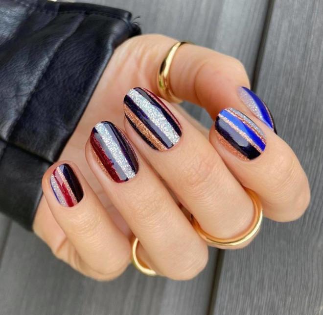 easy holiday nails 2