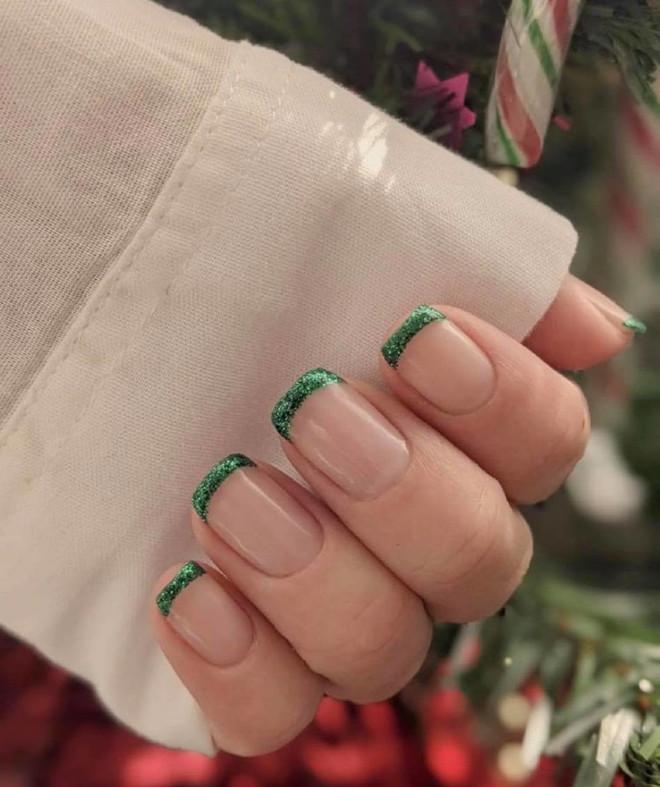 easy holiday nails 7