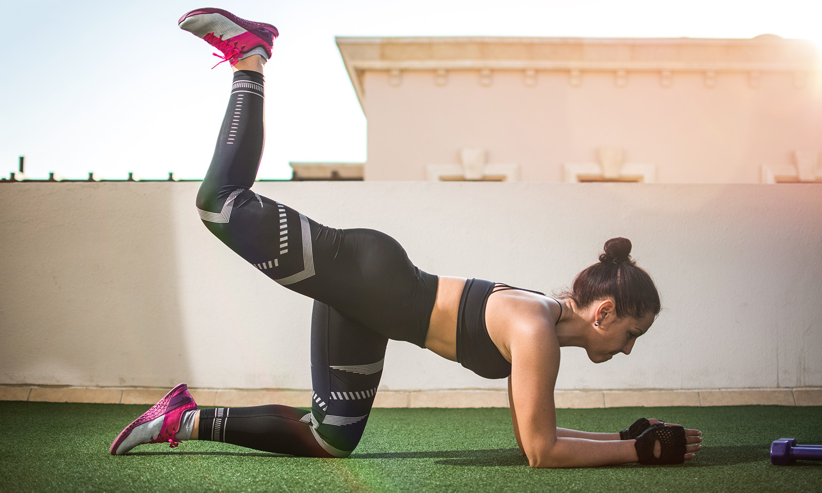 reasons-to-start-training-your-core-muscles-woman-working-her-core