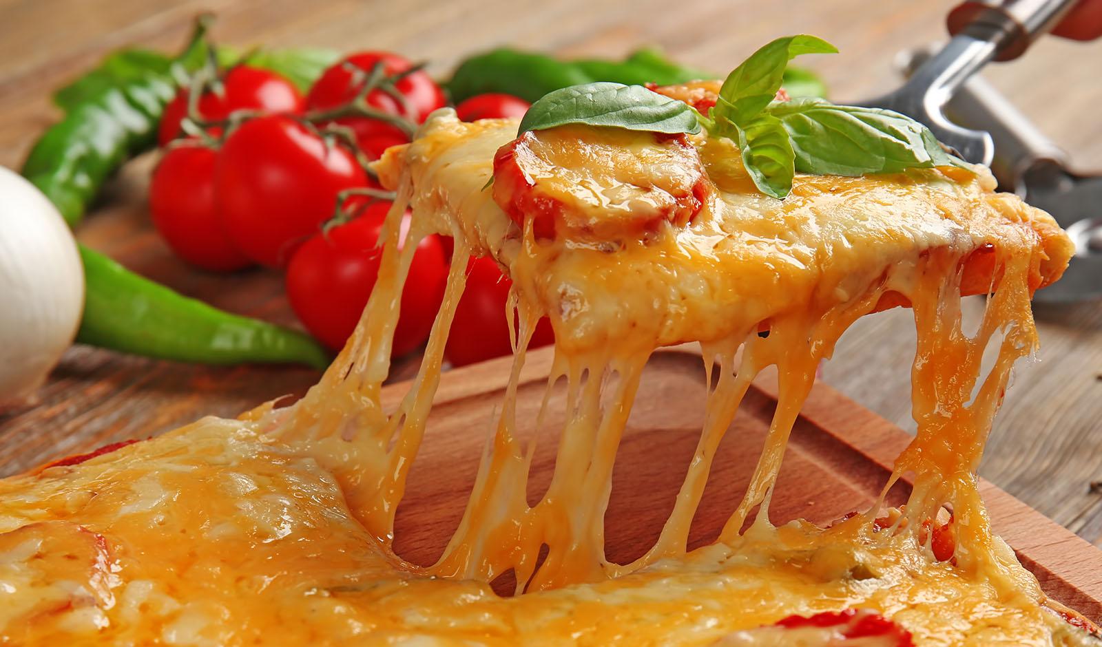 vegan-pizza-melting-cheese