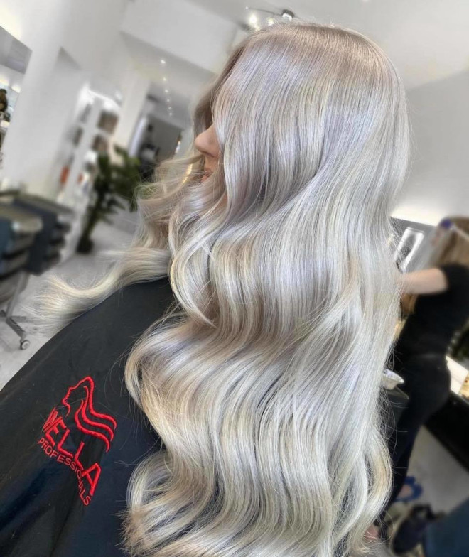 pantone's color of the year 2021 ultimate gray is expected to revive the silver hair trend 9