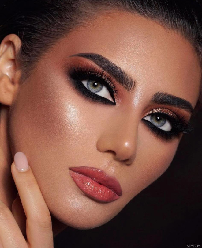 get ready to charm everyone around you with these seductive makeup ideas