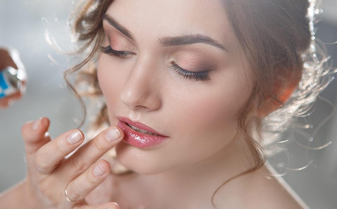 find-a-good-beauty-school-woman-applying-bridal-makeup-main-image-1160×719