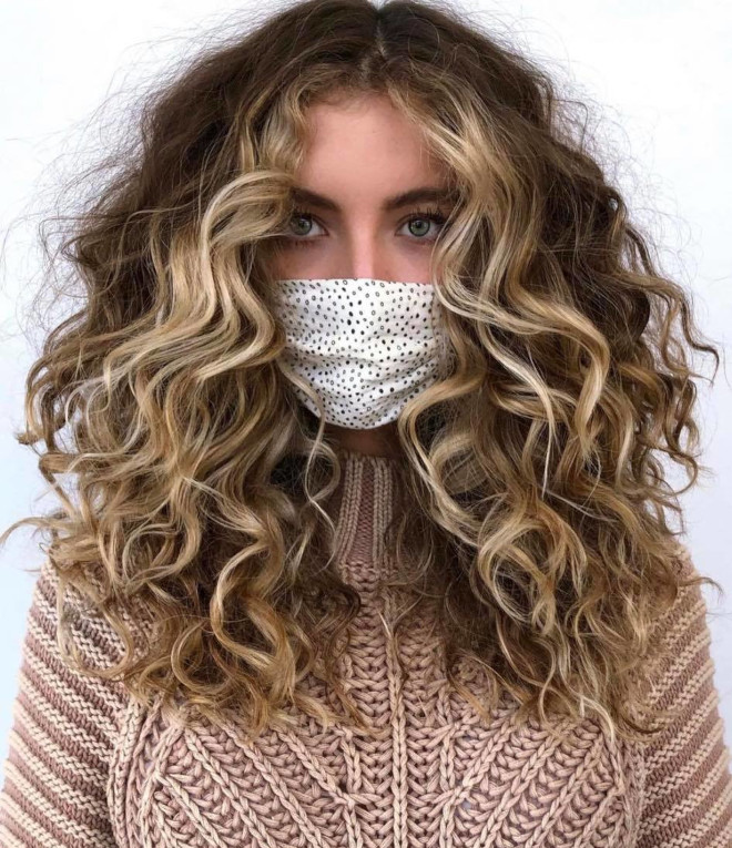 pintura curls - the highlighting technique that will give your curls a spring update