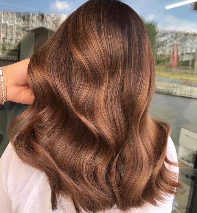 roasted caramel hair is the prettiest spring hair trend for brunettes to try 2