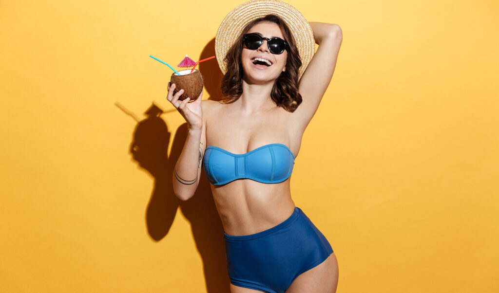 sexiest-modeling-poses-beautiful-girl-posing-in-bikini-with-coconut