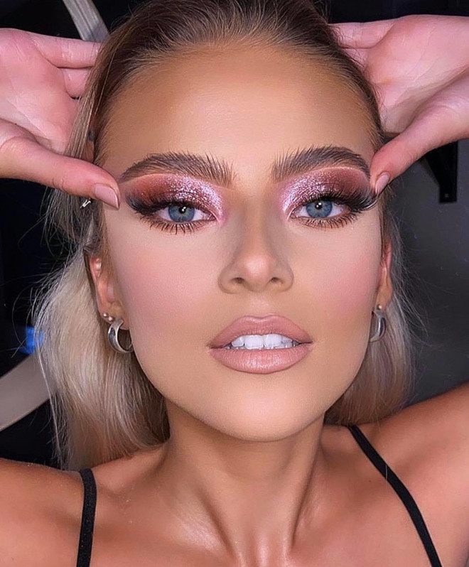 try these pretty shimmery makeup looks for a dreamy appearance