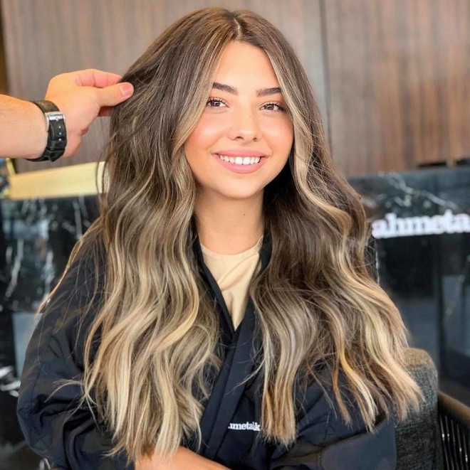 vacation highlights is the low maintenance hair color trend that needs touch-ups every 6 months 2