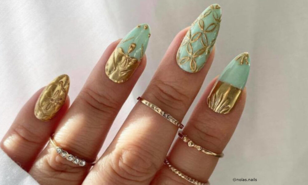 add-glam-vibes-to-your-spring-look-with-gold-nails-2-1-1000×600-1