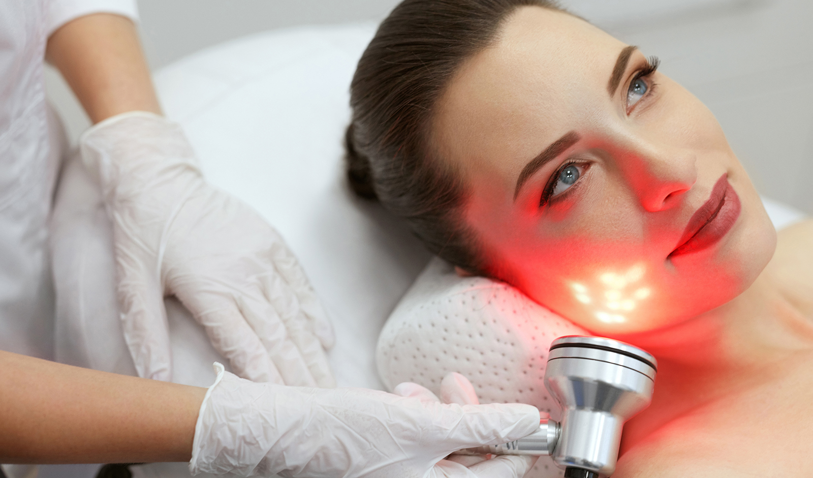 beauty-treatments-for-young-woman-getting-red-light-therapy