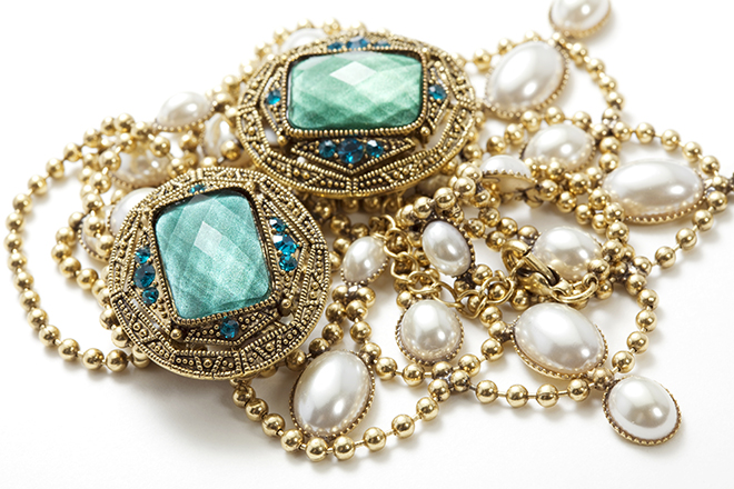 signature-accessories-to-trademark-your-style-signature-jewelry-small
