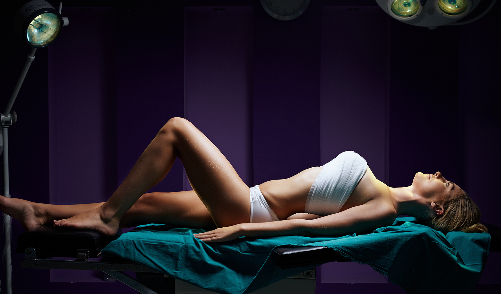 the-most-effective-plastic-surgery-procedures-main-image-woman-on-table (1)