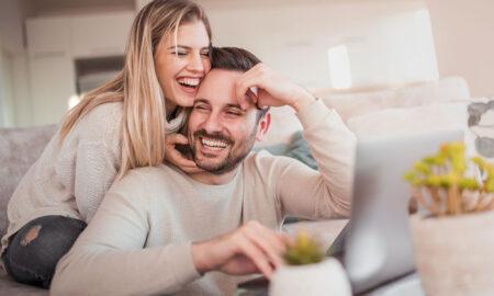 laughing-hard-man-and-woman