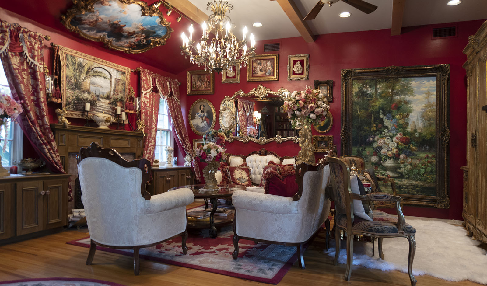 Red-Baroque-living-room