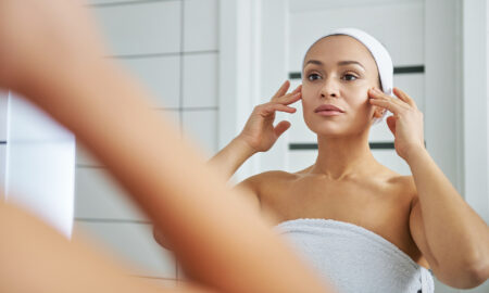 alternatives-to-pain-killers-woman-looking-at-herself-in-the-mirror-main-image