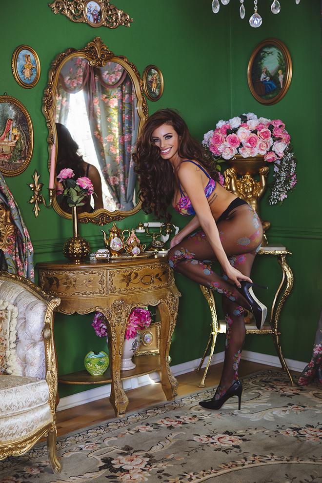 amanda-rodriguez-force-to-be-reckoned-with-viva-glam-magazine 8