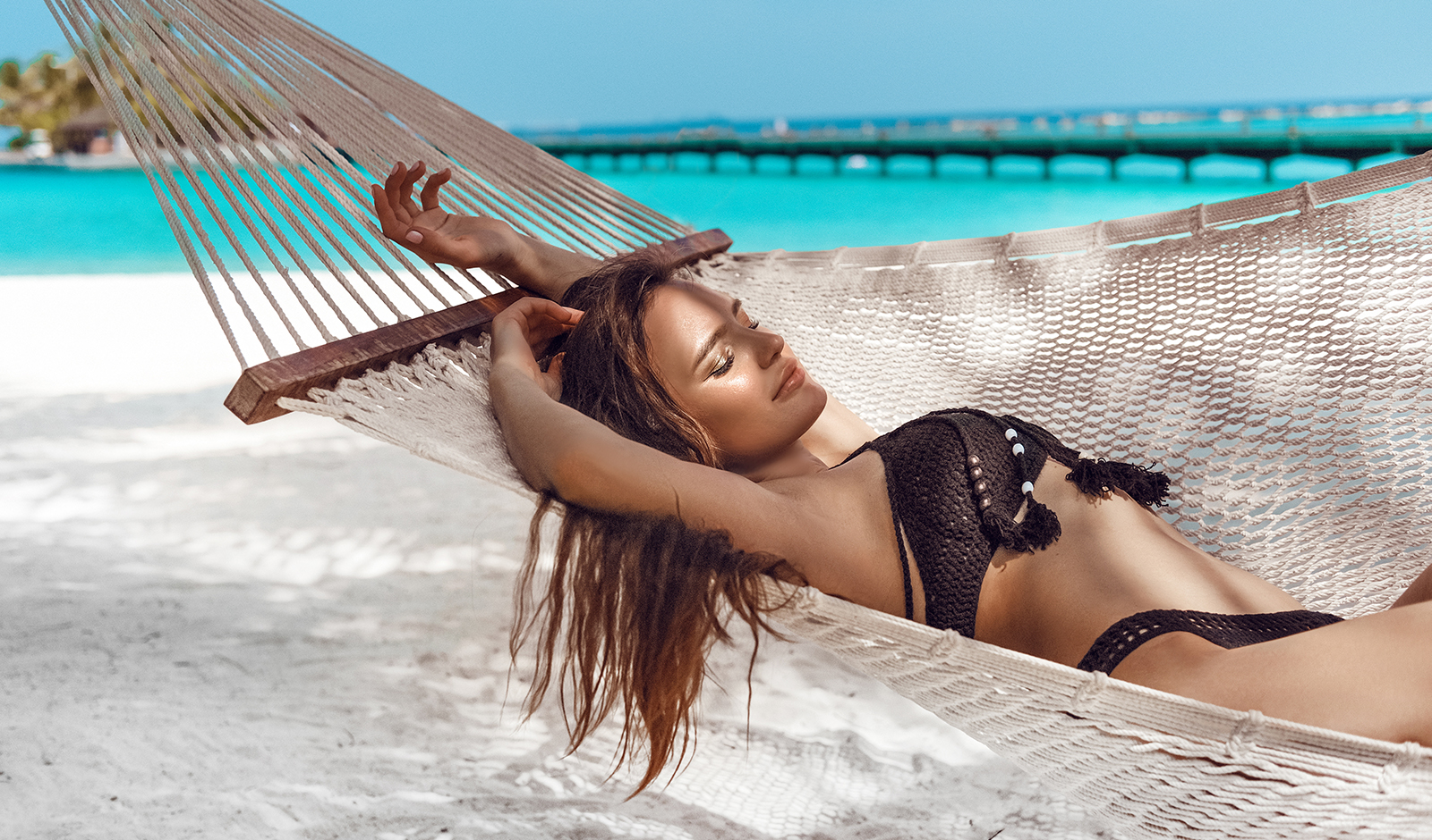 beauty-sleep-how-to-improve-the-quality-of-your-sleep-main-image-girl-relaxing-on-beach