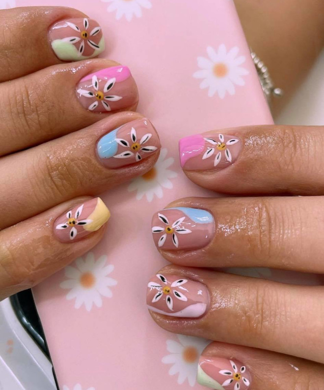 dreamy pastel nails to rock during the summer season