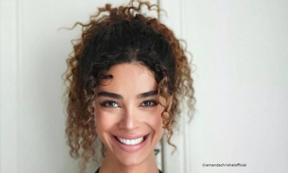 invite-summer-vibes-into-your-look-with-these-effortlessly-sexy-curly-hairstyles-2-1-1000×600-1