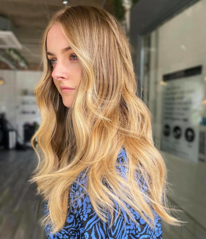 the honey blonde hair color trend is all over social media