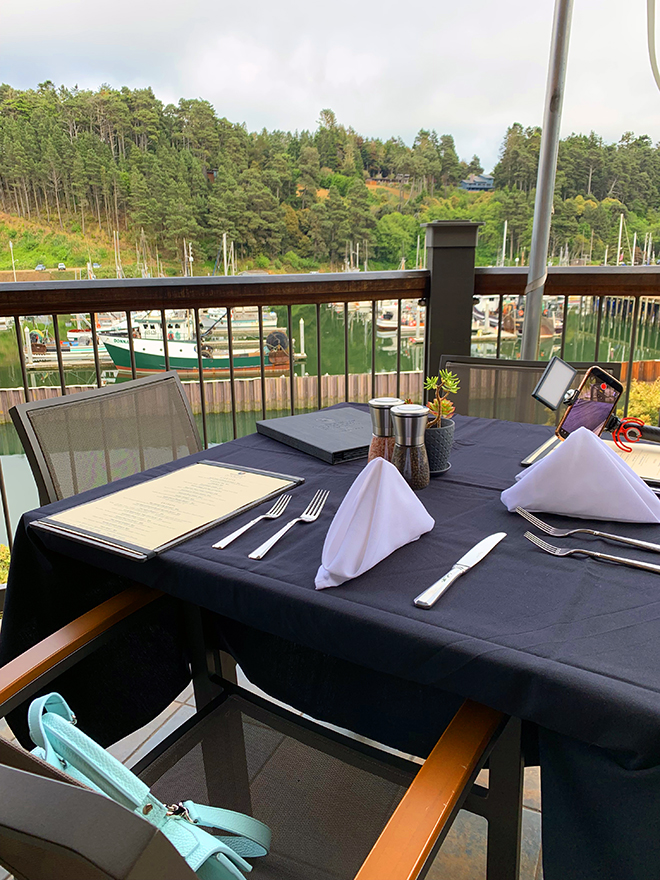 harborview-bar-and-bistro-noyo-river-beautiful-view (1)