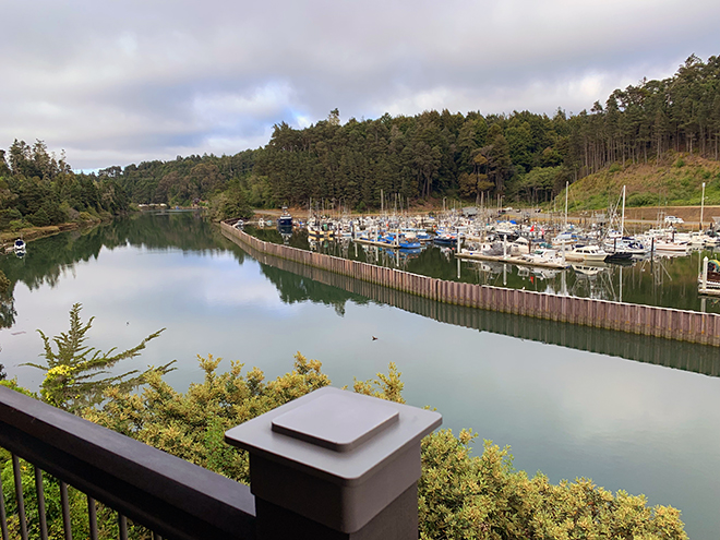 harborview-bar-and-bistro-noyo-river-beautiful-view (2)