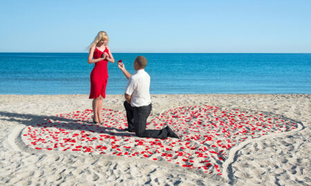 is-he-marriage-material-man-proposing-to-woman-on-beach