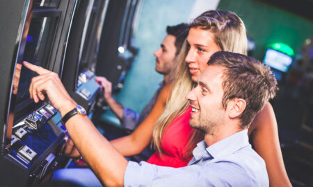 online-gambling-brings-more-women-to-the-table-women-casino