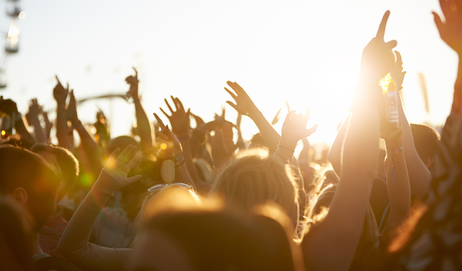 why-you-should-celebrate-turning-30-crowd-partying