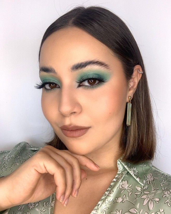 Complement This Summer with Gorgeous Green Eyeshadow Trend!