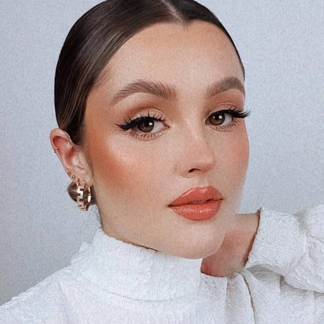 Try These Natural Glam Makeup Looks to Wow Everyone!