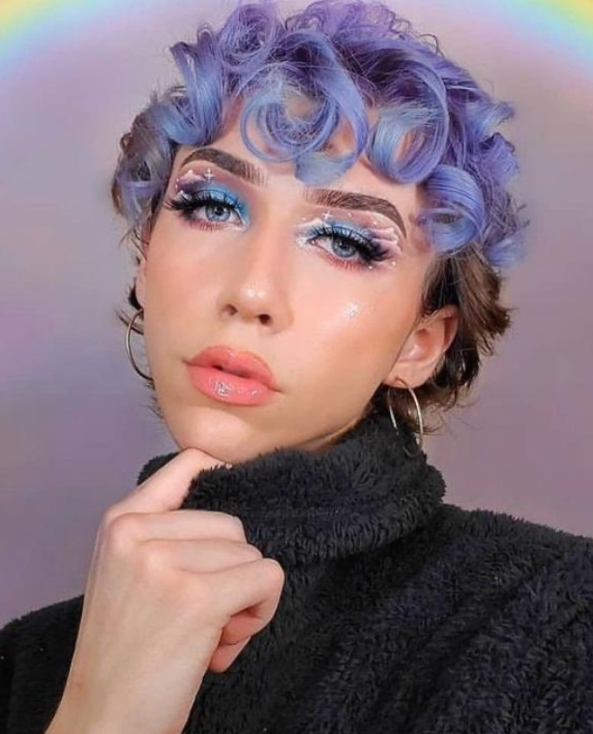 PASTEL HAIR COLOR IS THE ICONIC TREND OF 2021