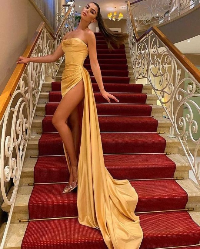 Wear A Golden Outfit If You Want To Look Elegant!