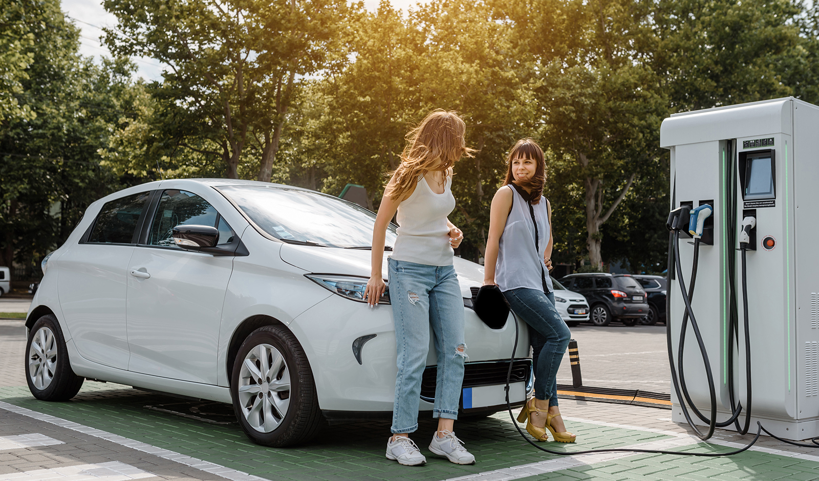 does-it-make-sense-to-go-electric-electric-car-main-image