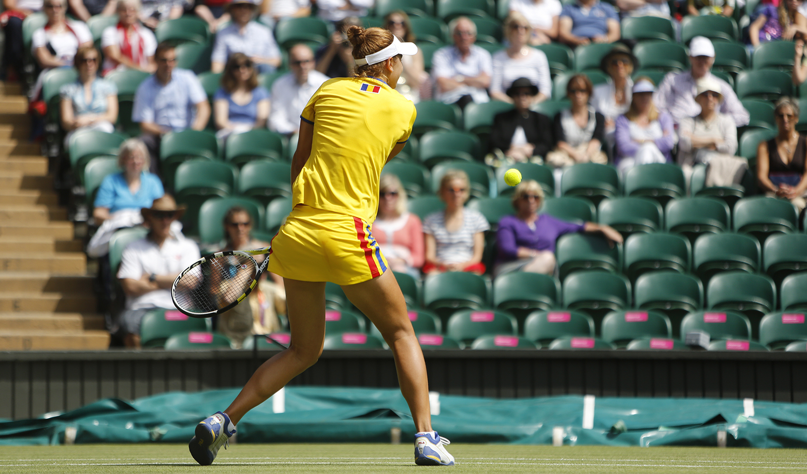 tips-to-buy-sports-accessories-online-main-image-female-tennis-player