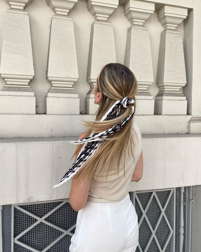 7-Elegant-Ways-to-Style-Your-Scarf-This-Fall-7