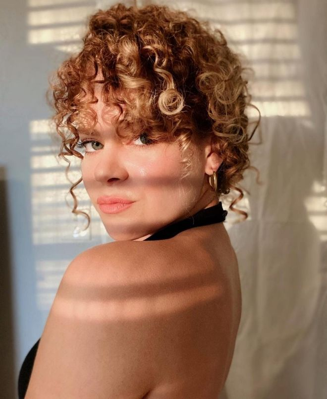 80s Curly Bangs Are Back! Check Out This Retro Trend 5