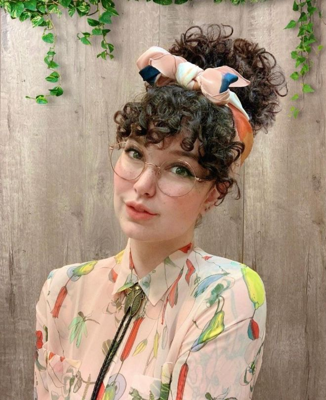 80s Curly Bangs Are Back! Check Out This Retro Trend 7