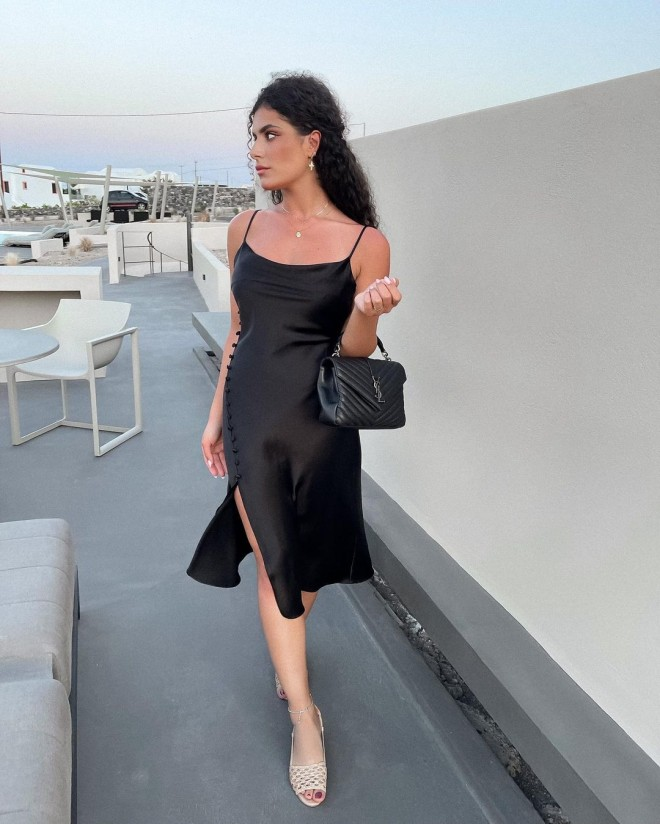 These-All-black-Outfits-Are-Sure-to-Add-Elegance-to-Your-Wardrobe-6
