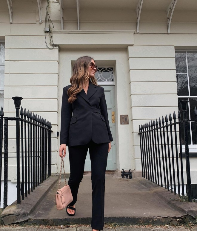 These-All-black-Outfits-Are-Sure-to-Add-Elegance-to-Your-Wardrobe-7