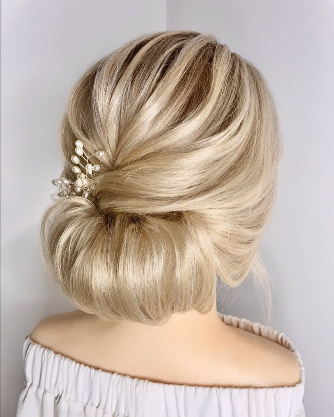 Try-These-Bun-Hairstyles-For-A-Classy-Look-3