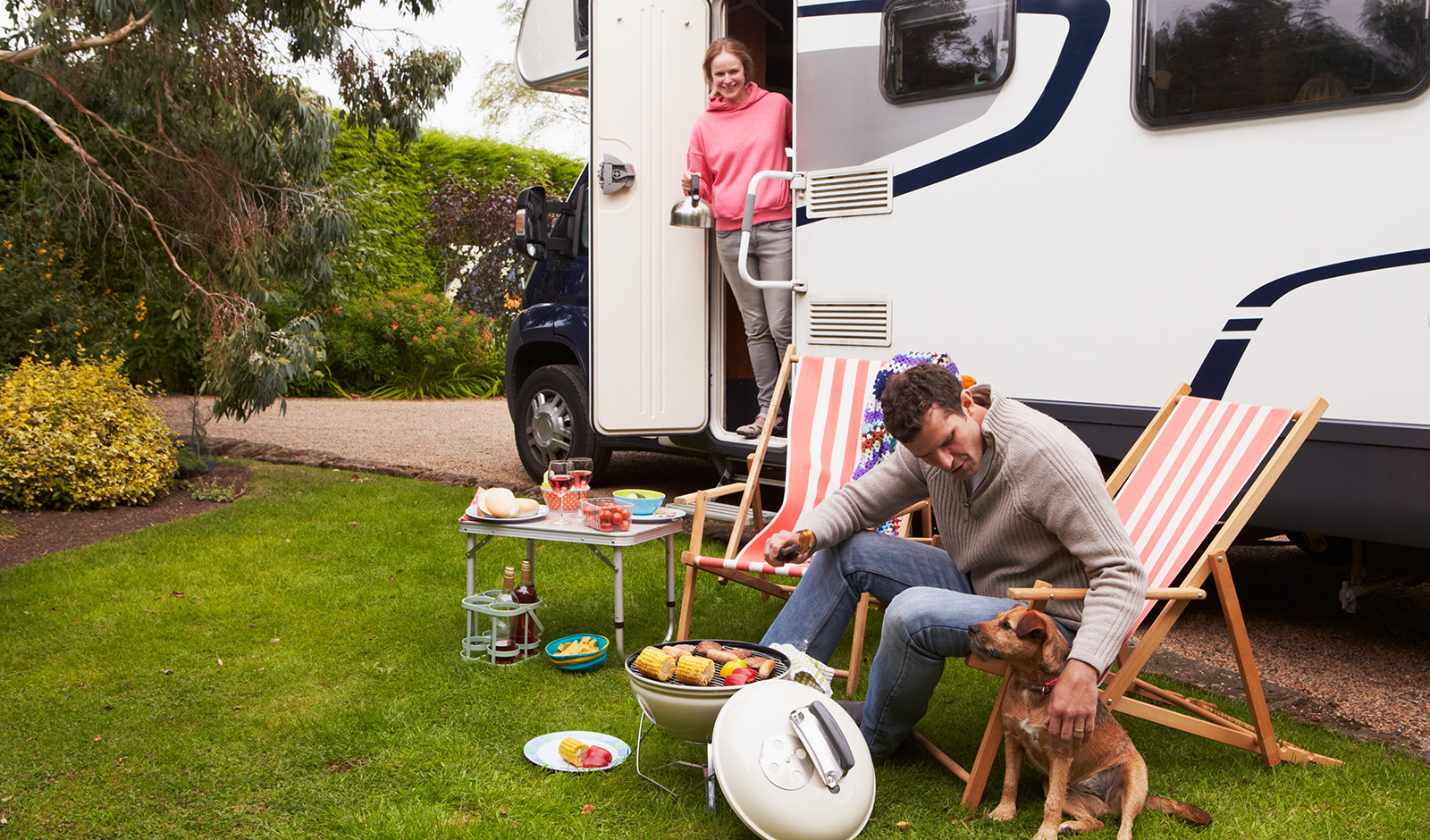 reasons-to-rent-a-camper-couple-with-camper