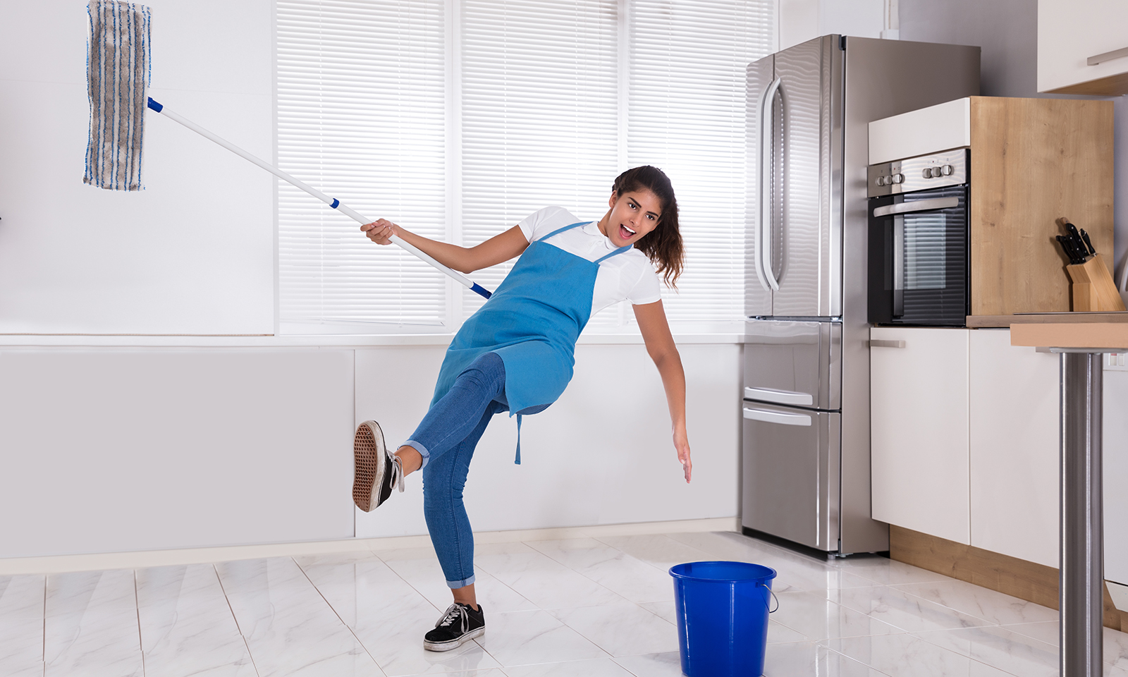 what-to-do-for-a-hygenic-home-main-image-woman-cleaning-house